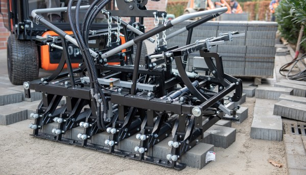 Optimas Paver-Clamp Multi6 M / ME (Paver Laying machine) - Front view
